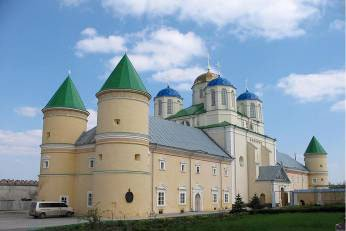 с. Межирич, Свято-Троицкий мужской монастырь фортификационного типа.